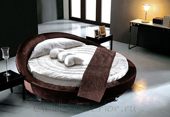 Круглая кровать из коричневого велюра