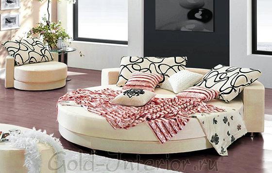 Круглый диван-кровать в маленькой гостиной