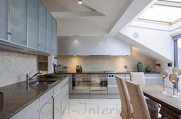 Кухня и столовая в интерьере трёхкомнатной квартиры