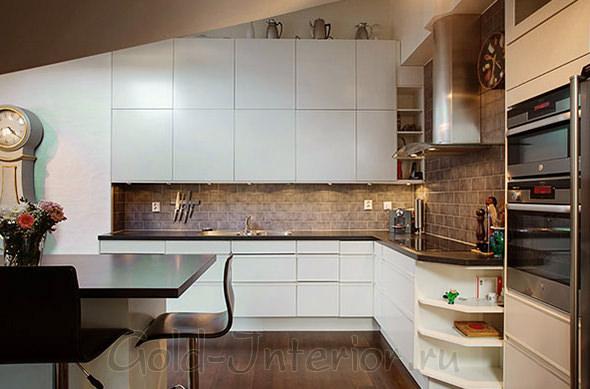 Кухня в американском стиле: белый + коричневый