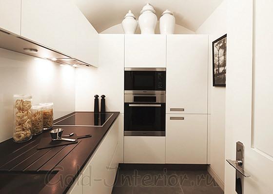 Кухонная мебель белого цвета в стиле хай-тек