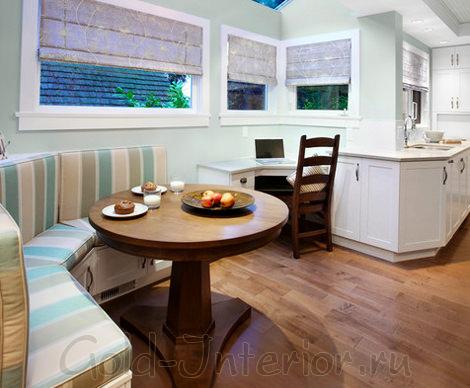 Кухонный диван в широкую полоску