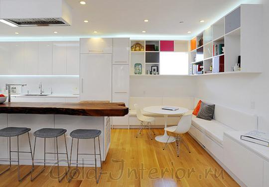 Кухонный диванчик белоснежного цвета