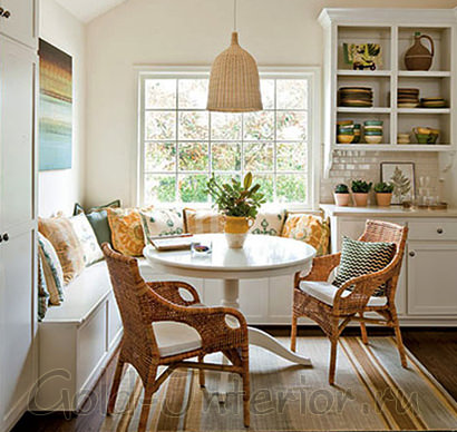 Кухонный уголок с раздвижными ящиками