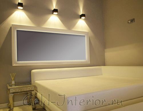 Квадратные бра в гостиной - необычное решение для освещения
