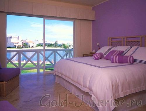Спальня в лилоом цвете