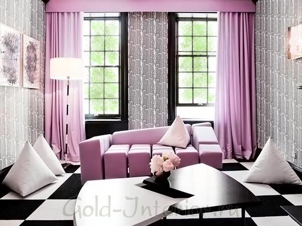 Лиловый диван в интерьере