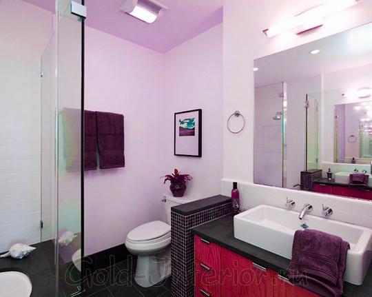 Лиловый, вишнёвый и черничный оттенки в дизайне совмещённой ванны