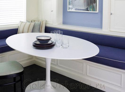 Маленький узкий кухонный диван синего цвета