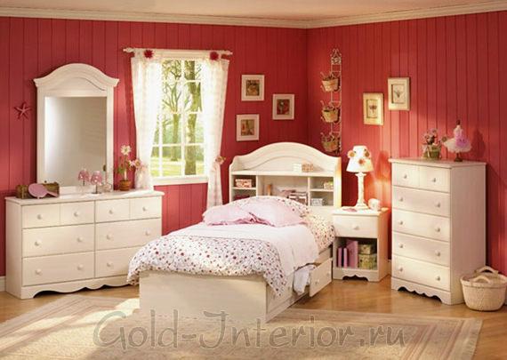 Матовый бордовый в детской комнате для девочки