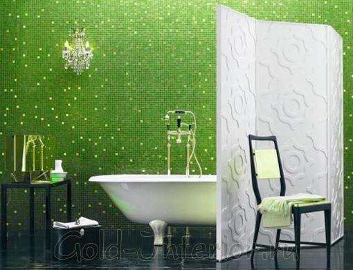 Мелкая мозаика по всей стене в ванной