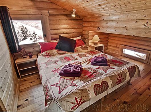 Минималистичный текстиль в спальне-шале