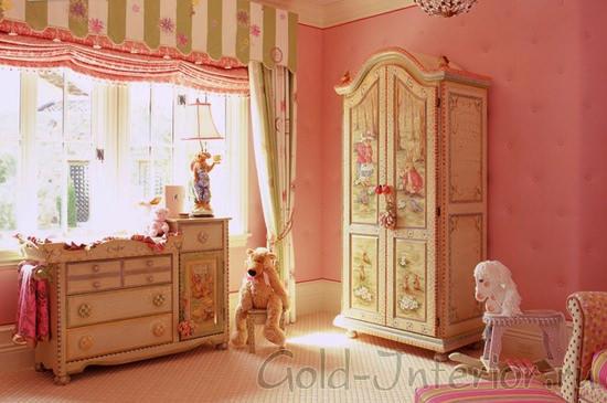 Светлый розовый и молочный цвет в детской комнате для девочек