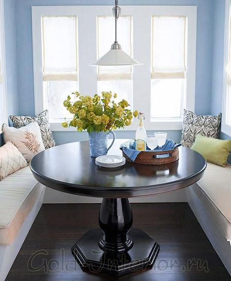 Мягкие диванчики для просторной кухни