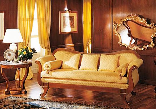 Мягкий диван на изогнутых ножках