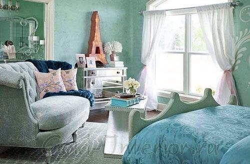 Мятный оттенок цвета морской волны + белый в спальне