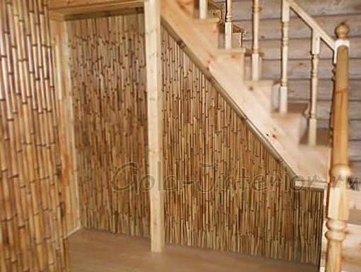 На фото - бамбуковые обои в прихожей