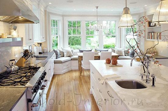На фото - в интерьере кухни эркерный угловой диван