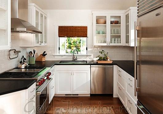 На фото минималистичный интерьер маленькой кухни