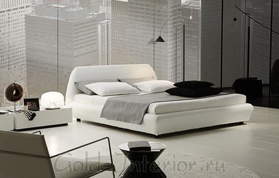 На фото современный интерьер спальни с белой мебелью