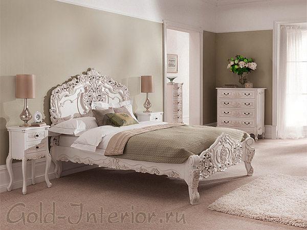 На фото - стиль рококо в интерьере спальни