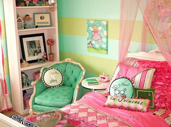 На фото яркий интерьер комнаты для девочки