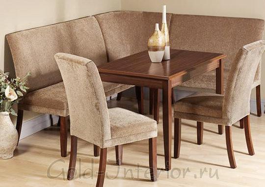 На фотографии кухонный угловой диван в классическом стиле
