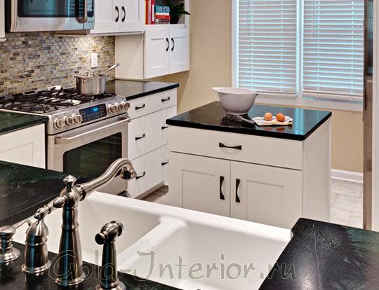 Напольный шкаф в роли кухонной рабочей поверхности