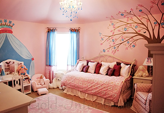 Настенная роспись в детской комнате для девочки