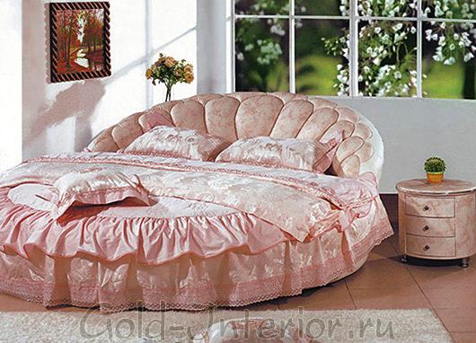Нежно-розового цвета кровать круглой формы