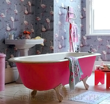 Необычные обои в совмещённой ванной с туалетом
