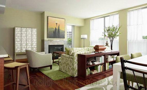 Невысокая этажерка визуально разделяет комнату на отдельные зоны