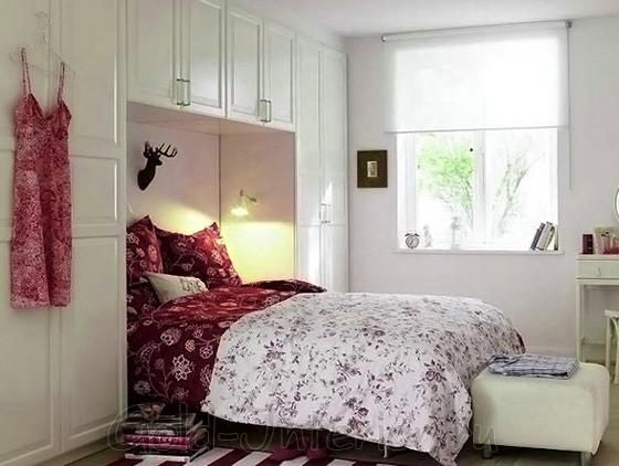 Ниши возле кровати