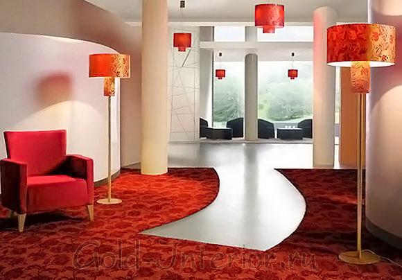 Необычной формы ковёр в интерьере гостиной