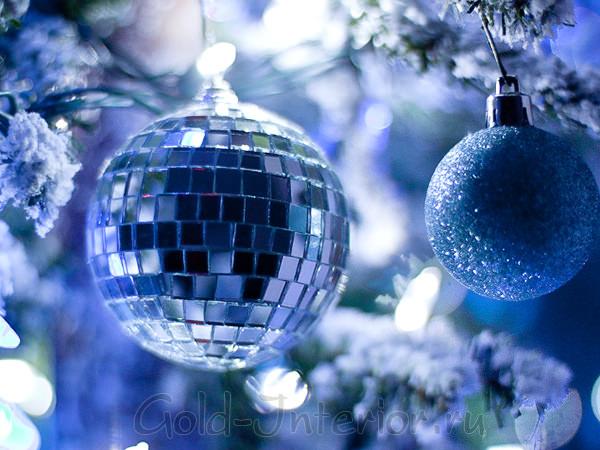 Новогодние синие ёлки в интерьере