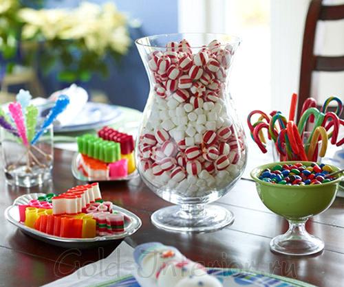Новогодние сладости в прозрачных ёмкостях