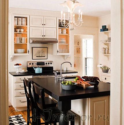 Обеденный стол и мойка в центре кухни