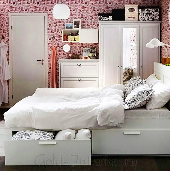 Обои с рисунком туфелек в женской спальне