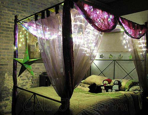 Оформление кровати световой бахромой