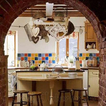 Оформление кухни в доме в деревенском стиле