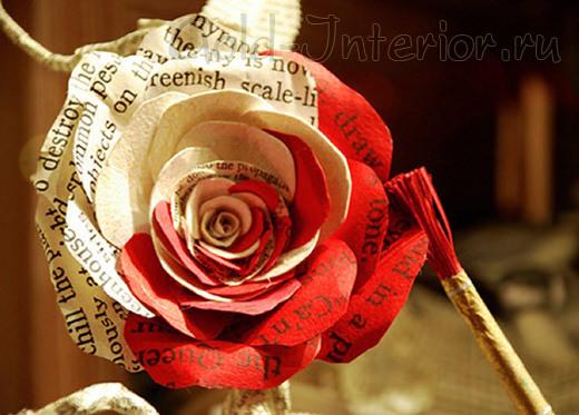 Окрашенные лепестки розы, выполненные из книжной страницы