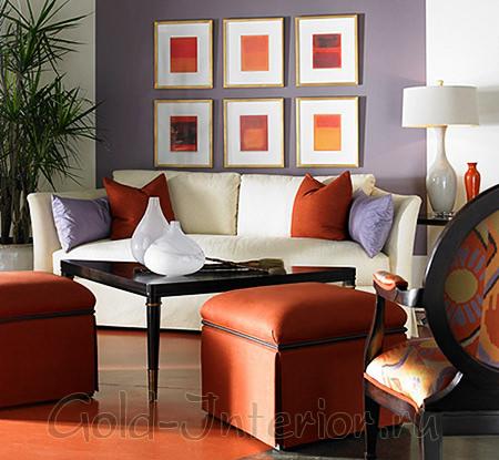 Оранжевые пуфы и пол + белый диван
