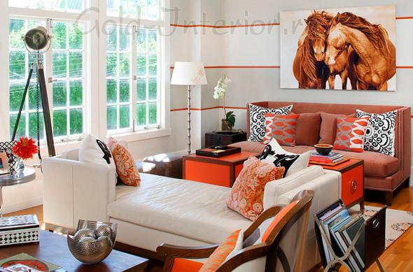Оранжевые тумбочки + терракотовый диван