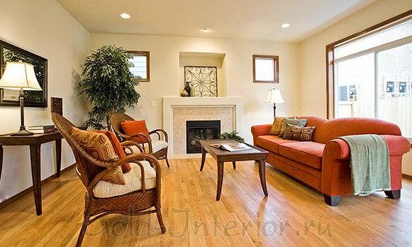 Оранжевый диван - яркое пятно в интерьере
