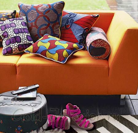 Оранжевый диван для интерьера в стиле поп-арт