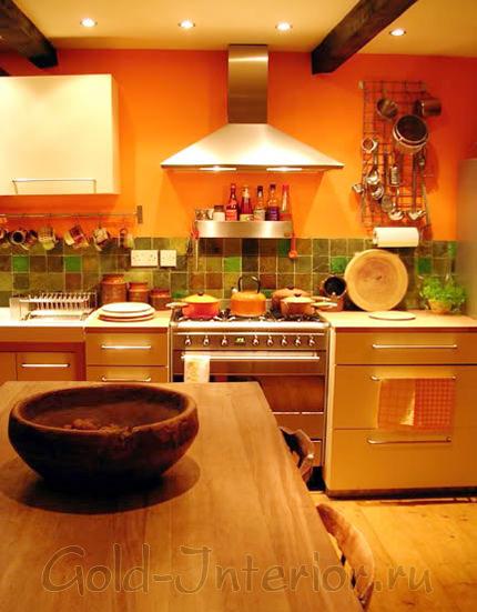 Оранжевый, малахитовый и болотный цвет в интерьере кухни