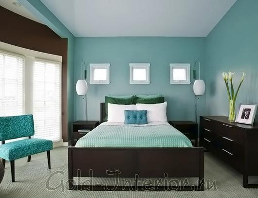 Оттенки цвета морской волны в интерьере спальни