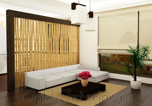 Перегородка в гостиной выполнена из бамбука