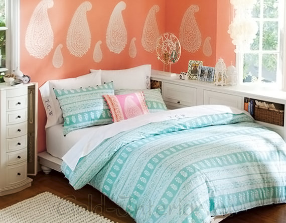 Персиковый и бирюзовый цвет в спальне