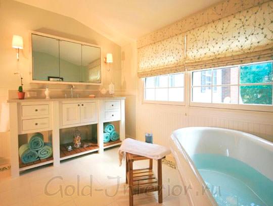 Персиковый и воздушно-голубой цвет в интерьере ванной комнаты